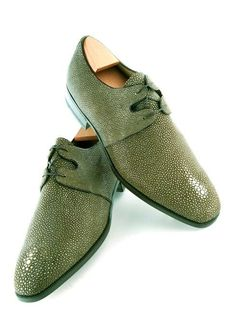 Aubercy shoes, beautiful and classy Mens Shoes Boots, Shoe Boots, Mode Masculine, Hot Shoes, Men's Shoes, Derby, African Men Fashion, Green Shoes, Mens Fashion Shoes