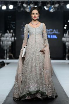 New South Indian Bridal Lehenga Couture Week Ideas Indian Bridal Wear, Pakistani Wedding Dresses, Pakistani Outfits, Indian Dresses, Indian Outfits, Pakistani Lehenga, Dress Wedding, Wedding Bride, Saree