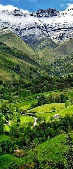 Vaille del Pisuena, Cantabria, Spain