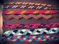 diversos diseños de pulseras en macrame