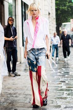 ☆La Fashion Week haute couture automne-hiver 2017-2018 voit défiler les grandes maisons de couture parisiennes comme les plus belles filles en vogue dans les rues. Découvrez les meilleurs looks pris sur le vif à la sortie des shows par Sandra Semburg.