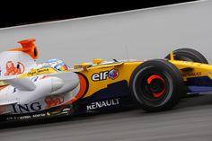 Fernando Alonso (ESP) hace el 2008 Renault R28 GLOW! | Pre-season F1 Testing 3 febrero 08 (Barcelona) [4992x3328]