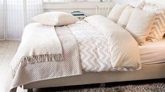 couvre lit blanc, plaid, couette, lit