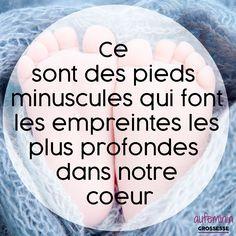 """""""Ce sont de tout petits pieds qui font les empreintes les plus profondes dans notre coeur."""" Jolie citation d'amour d'une maman ou d'un papa pour son bébé."""