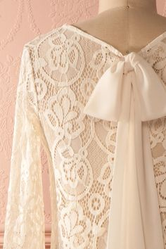 Chemisier dentelle ivoire transparent manches 3/4 - Cream lace see-through 3/4 sleeves blouse