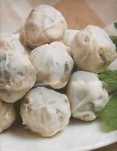 Tiny delicacies from Lemnos island (almond, chocolate, mastic-flavoured sugar paste and sweet liquor) Greek Sweets, Greek Desserts, Greek Recipes, Samos, Food Network Recipes, Cooking Recipes, Greek Cookies, The Kitchen Food Network, Homemade Sweets
