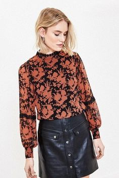 A true Monday to Sunday style, our Oasis black Ginger Shadow floral blouse will never see the back of your wardrobe. Womens Going Out Tops, Casual Tops For Women, Weekend Style, Night Looks, Floral Blouse, Leather Skirt, Bell Sleeve Top, Skinny Jeans, Oasis