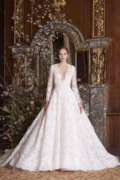 6605e3791e94 Moniquelhuillier spring 2019 bridal look 10 majesty Wedding Trends