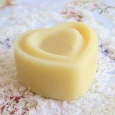 Burro solido per il corpo al profumo di piña colada (cocco e ananas).