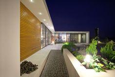 House with ZERO Stai...