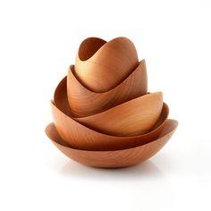 Stunning cherry wood nesting bowls by MoriHisashi Shoji (Kagoshima, Kagoshima… Nachhaltiges Design, Wood Design, Kagoshima, Wooden Bowls, Wood Turning, Wood Art, Wood Projects, Lathe Projects, Decorative Bowls