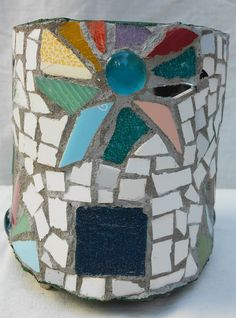 Maceta con tecnica de mosaico. Flower pot decorated with mosaic technique, by…
