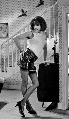 Freddie Mercury could rock a pair of heels better than I ever will! :) British Rock at its best QUEEN ❤️ Rip Freddie Rock And Roll, Queen Freddie Mercury, Freddie Mercury Songs, John Deacon, Janis Joplin, Black Sabbath, Queen Songs, Freddie Mercuri, Rainha Do Rock