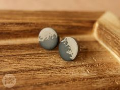 Lules Piek Landscape earstuds in taupe and black