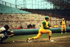 Reggie Jackson and those Amazing A's unis at County Stadium in 1971 (others insist that this was taken in Minnesota's Metropolitan Stadium) [via Lost Ballparks]