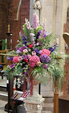 A Profusion of Purples The pedestals in Church were dominated by fabulous English Delphiniums, Stocks, Hydrangeas, Roses and Scabious