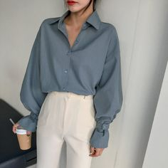 graue Sonne 🔆 Look Stil Mode Mode Look Bluse gr. Fashion Mode, Blue Fashion, Look Fashion, 90s Fashion, Fashion Outfits, Womens Fashion, Fashion Ideas, Korea Fashion, Feminine Fashion