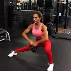 Kettlebell ExerciseWhat is Kettlebell Exercise? The kettlebell is not a new thing and it has been around for quite some time. Hiit, Yoga, Alexia Clark, Fitness Motivation Pictures, Female Motivation, Exercise Motivation, Body Motivation, Fitness Photoshoot, Loose Weight