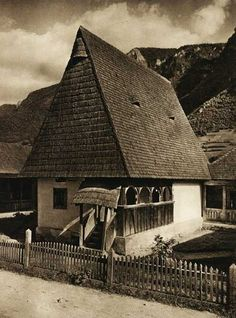 Romania old picture traditional romanian house rural romanian people Old Pictures, Old Photos, Romanian People, Rural House, Vernacular Architecture, Unusual Homes, Bucharest, Eastern Europe, Traditional House
