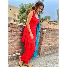 Stylish Photo Pose, Stylish Girls Photos, Stylish Girl Pic, Indian Party Wear, Indian Wedding Outfits, Indian Outfits, Cute Girl Poses, Girl Photo Poses, Girl Photos
