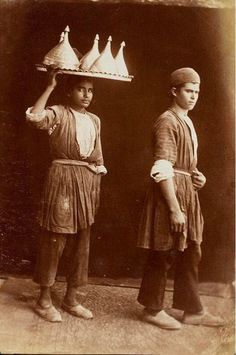 پیک غذا اواخر دوره قاجار Old Photography, Amazing Photography, Old Pictures, Old Photos, Sassanid, Iranian Art, Arabian Nights, Historical Photos, Love Art