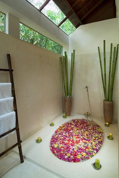 I need a bath like this every week.... (in Bali if possible) ~ previous pinner