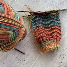 Diemelsee goes Eifel - Knit, purl, knit, purl. - Diemelsee goes Eifel Diemelsee goes Eifel Knitting Blogs, Easy Knitting, Knitting Socks, Knitting Projects, Crochet Projects, Knitting Patterns, Crochet Patterns, Knitting Designs, Doll Patterns