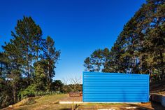 Small summer house in Brazil: Residência O. Exterior Design, Interior And Exterior, Small Summer House, Casas Containers, Box Houses, Good House, Metal Homes, Interior Styling, Interior Architecture
