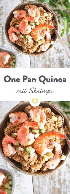 Zwiebeln und Quinoa anbraten, mit Gemüsebrühe ablöschen und mit Shrimps zu einer unwiderstehlich leckeren Quinoa Bowl veredeln.
