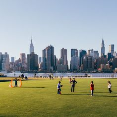 http://newyork.urbanexplorer.info/post/108397901798/hunters-point-south-park-is-one-of-my-favorite