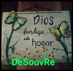 DeSouVre: Letrero de madera con mariposas de cartón