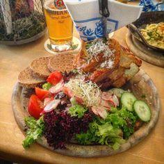 #haxe #leipzig #german #cusine #bayern #bavaria #beer #fleisch # schwein #scheinehaxe #foodporn #foodie #instafood #foodora #hashtagwhoring #salat #brot #familytime #delicious #bier #happy #lunch #wiesn #oktoberfest #octoberfest by sarahloreenchen #haxenhaus #people #food