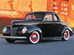 Similar to the 1940 Ford Coupe that my grandpa had when he was young. Ford Motor Company, My Dream Car, Dream Cars, Vintage Cars, Antique Cars, Vintage Ideas, Classy Cars, Ford Classic Cars, Old Fords