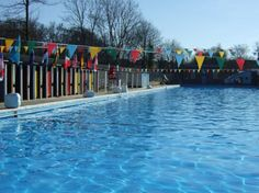 Tooting Bec Lido via http://www.claphamchasers.co.uk. See: http://londonliving.at/top-5-london-outdoor-swimming-spaces/