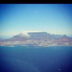 Cape Peninsula- Cape Town and the infamous Table Mountain Amazing Places, Beautiful Places, Places To Travel, Places To Visit, Earth And Solar System, South Afrika, Landscape Concept, Table Mountain, Pretoria