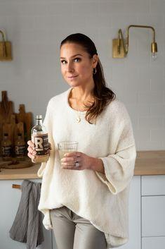ruoansulatuksen voimajuoma Karita Tykkä Bell Sleeves, Bell Sleeve Top, Food And Drink, Keto, Tunic Tops, Women, Fashion, Moda, Fashion Styles