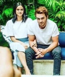 Riverdale Archie And Veronica, Camilla Mendes, Riverdale Cw, River Dale, Archie Andrews, Veronica Roth, Marvel Series, Series Movies, Hot Boys