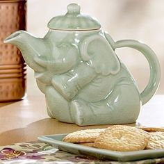 super cute non-circus elephant teapot. refuse to indirectly endorse circuses with my teapot.  Need.