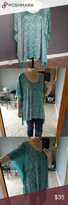NWT Free People Raw Edge Short Sleeve Size XS/S Free People NWT short sleeve. Raw edges! Can fit a medium also because it's oversized. I'm between a size 4 and 6 for size reference. Very pretty teal color! Free People Tops Tees - Short Sleeve