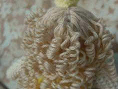 Trendy Ideas For Crochet Doll Hair Tutorial Pictures Diy Yarn Doll Hair, Yarn Wig, Yarn Dolls, Knitted Dolls, Crochet Dolls, Crochet Doll Tutorial, Crochet Headband Pattern, Curly Crochet Hair Styles, Curly Hair Tutorial