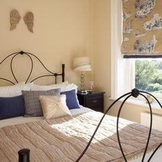 Crema dormitorio de estilo francés | dormitorios Pequeño Ideas | Dormitorio | GALERIA DE FOTOS | 25 hermosas casas | Housetohome.co.uk