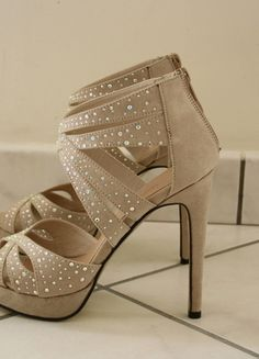 A vendre : http://www.vinted.fr/chaussures-femmes/escarpins-and-talons/21640092-talons-hauts-beige-miss-coquines