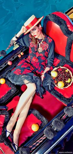 * My Fascination With Venice * Zuzanna Bijoch for Vogue Japan February Vogue Japan, Glamour, Fashion Moda, Mellow Yellow, Shades Of Red, Lady In Red, Dress To Impress, Editorial Fashion, Red And Blue