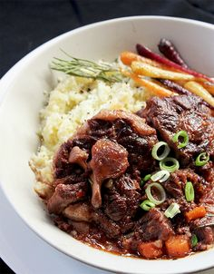 A delicious dinner recipe for Fall-off-the-bone Oxtail served with cauli mash Ingredients 15 ml olive oil. kg oxtail. Healthy Recipes, Delicious Dinner Recipes, Meat Recipes, Fall Recipes, Cooking Recipes, Curry Recipes, Banting Recipes, Savoury Recipes, Gourmet