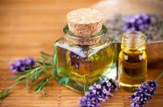 肌の乾燥予防と安眠効果がある手作りラベンダーオイルの作り方です。いろいろあるハーブの中でもラベンダーは特に人気のあるハーブ。使いやすく、効果も高く、そして気持ちを癒してくれるあの香りが一番の魅力なのかも知れませんね。#エッセンシャルオイル#アロマレシピ#アロマテラピー#ハーブ#ガーデニング