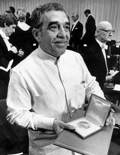 Author Gabriel Garcia Marquez leaves us at Story Writer, Book Writer, Types Of Books, My Books, Garcia Marques, Hundred Years Of Solitude, Nobel Prize In Literature, Nobel Prize Winners, Reading