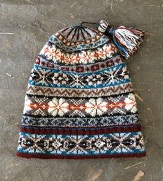 Pin by Deby on Knitting - Keps Motif Fair Isle, Fair Isle Pattern, Fair Isle Knitting Patterns, Knitting Machine Patterns, Loom Knitting, Knitting Socks, Free Knitting, Knit Mittens, Knitted Hats