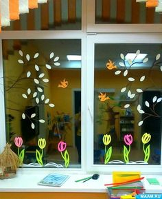 School Window Decorations, Wood Ornaments, Spring Crafts, Arts And Crafts, Cricut, Banjos, Nursery, Windows, Ramen