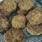 Green Lentil Meatballs (Try Try It Like Minced Meat) How to make a recipe? Illus… – Vejeteryan yemek tarifleri – The Most Practical and Easy Recipes Mince Recipes, Salad Recipes, Diet Recipes, Healthy Recipes, Turkish Recipes, Italian Recipes, Lentil Patty, Lentil Meatballs, Boston Baked Beans