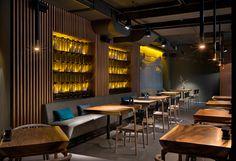 Attraktives Restaurant Dekor in Kiew von YOD Design Studio East Restaurant, Deco Restaurant, Restaurant Lighting, Bar Lighting, Design Studio, Design Café, Design Ideas, Restaurant Furniture, Restaurant Interior Design